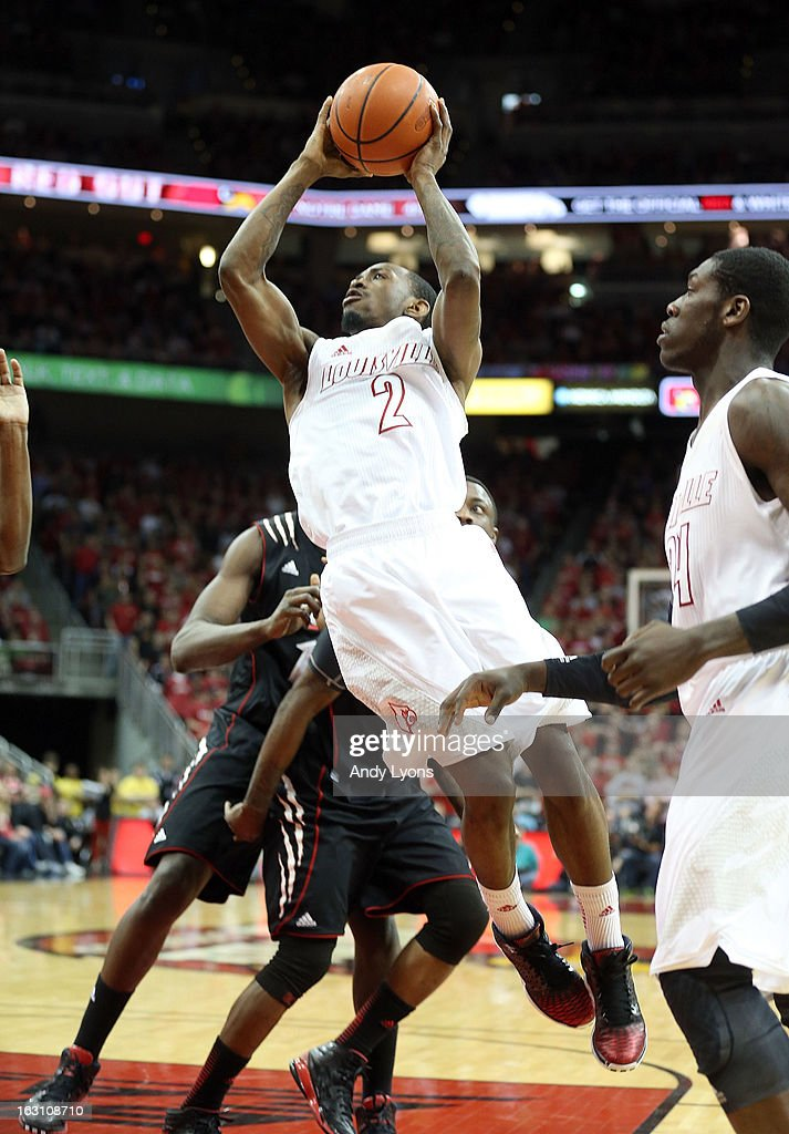 Russ Smith #2 of the Louisville Cardinals passes the ball during the game against the Cincinnati Bearcats at KFC YUM! Center on March 4, 2013 in Louisville, Kentucky.