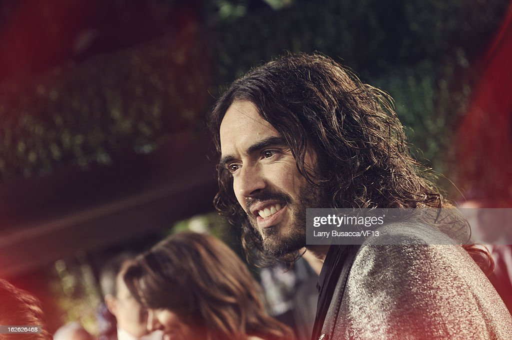 <a gi-track='captionPersonalityLinkClicked' href=/galleries/search?phrase=Russell+Brand&family=editorial&specificpeople=536593 ng-click='$event.stopPropagation()'>Russell Brand</a> arrives for the 2013 Vanity Fair Oscar Party hosted by Graydon Carter at Sunset Tower on February 24, 2013 in West Hollywood, California.