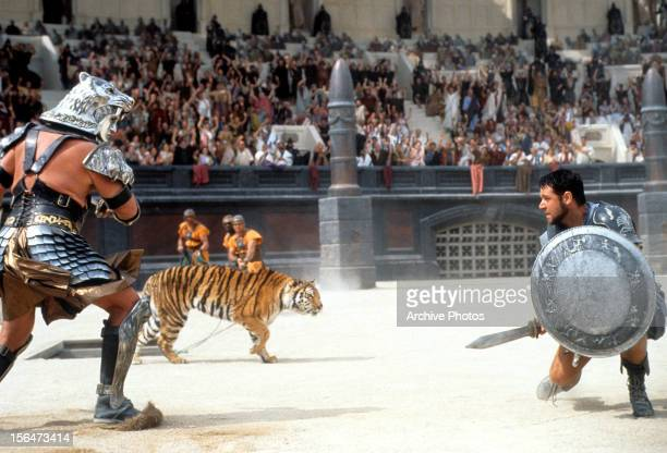 Russell Crowe facing off against tiger in a scene from the film 'Gladiator' 2000