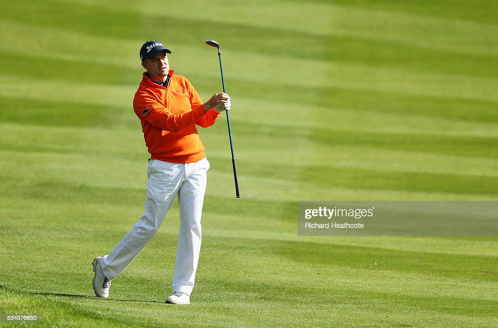 <a gi-track='captionPersonalityLinkClicked' href=/galleries/search?phrase=Russell+Knox&family=editorial&specificpeople=7657969 ng-click='$event.stopPropagation()'>Russell Knox</a> of Scotland watches his approach on the 4th hole during day one of the BMW PGA Championship at Wentworth on May 26, 2016 in Virginia Water, England.