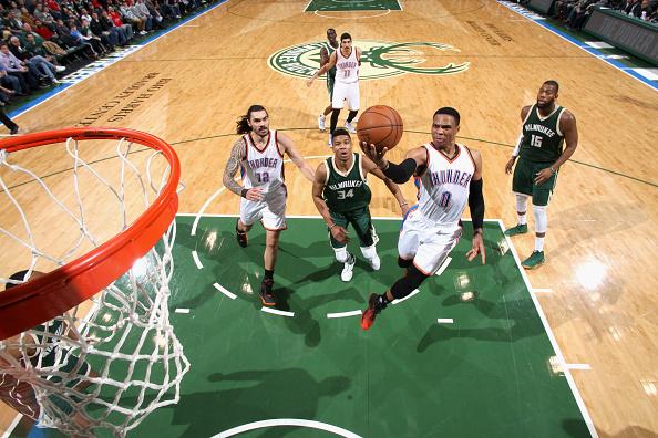 Oklahoma City Thunder v Milwaukee Bucks : Fotografía de noticias