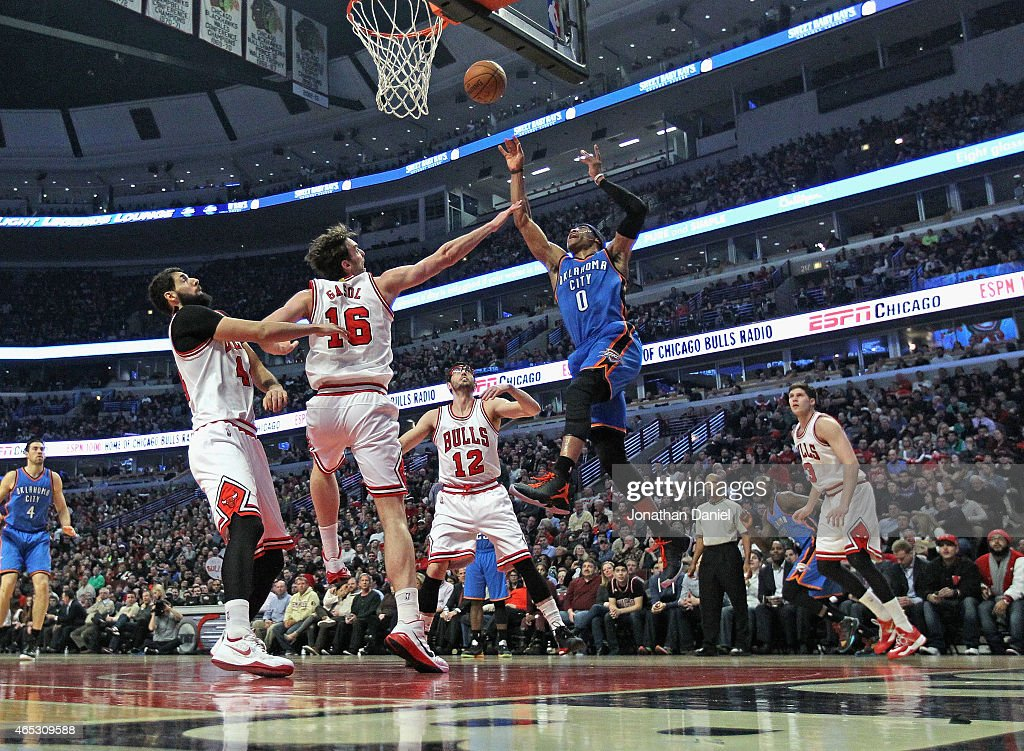 Russell Westbrook #0 of the Oklahoma City Thunder goes up for a shot over (L_R) Nikola Mirotic #44, Pau Gasol #16 and Kirk Hinrich #12 of the Chicago Bulls at the United Center on March 5, 2015 in Chicago, Illinois.