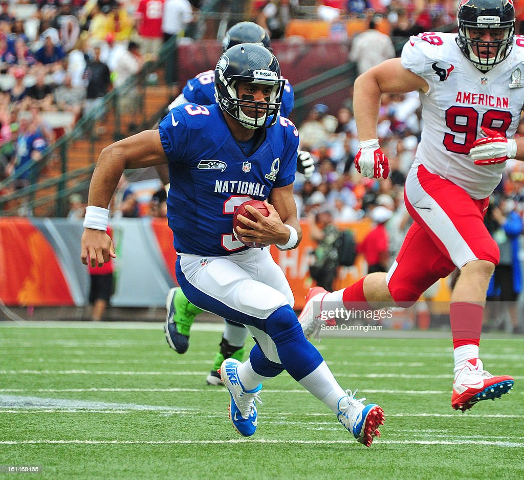 Russell Wilson #3 of the Seattle Seahawks and the NFC scrambles against the AFC team during the 2013 Pro Bowl at Aloha Stadium on January 27, 2013 in Honolulu, Hawaii.