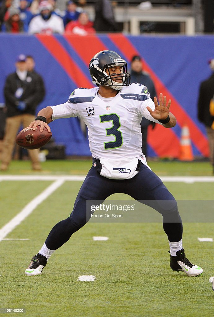 <a gi-track='captionPersonalityLinkClicked' href=/galleries/search?phrase=Russell+Wilson+-+Amerikansk+fotbollsspelare+-+Quarterback&family=editorial&specificpeople=2292912 ng-click='$event.stopPropagation()'>Russell Wilson</a> #3 of the Seattle Seahawks drops back to pass against the New York Giants during an NFL football game at MetLife Stadium on December 15, 2013 in East Rutherford, New Jersey. The Seahawks won the game 23-0.