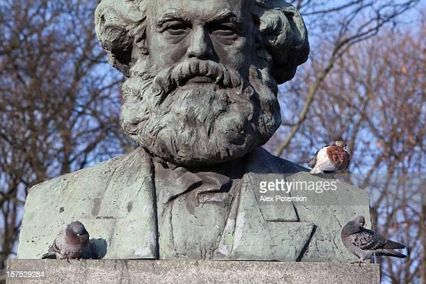 Kaliningrad, Russland: Karl Marx und Tauben