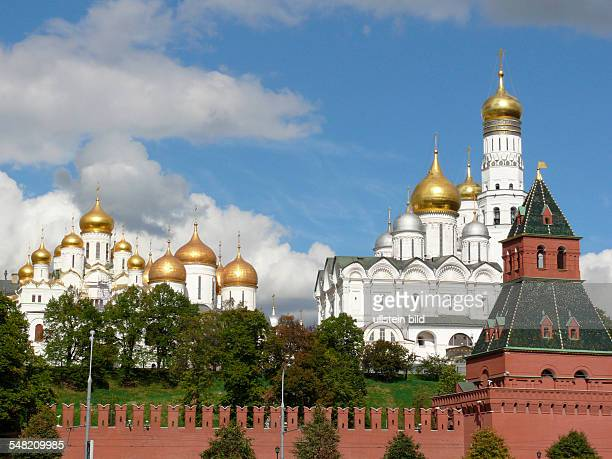 Russia Moscow Moscow View at the Kremlin wall Mariae Annunciation Cathedral Mariae Ascension Cathedral Archangel Mikhail Cathedral Bell Tower Ivan...