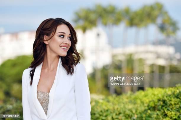 Russian actress Yulia Franz poses during the MIPCOM trade show in Cannes southern France on October 17 2017 / AFP PHOTO / YANN COATSALIOU