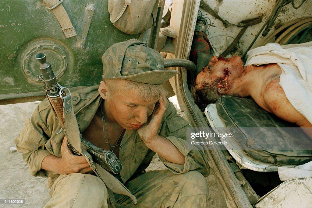 الجيش الروسى يتسلم الجيل الجديد من الراجمات أوراغان 1 أم Russian-army-attacks-bamout-during-first-chechen-war-picture-id541802628