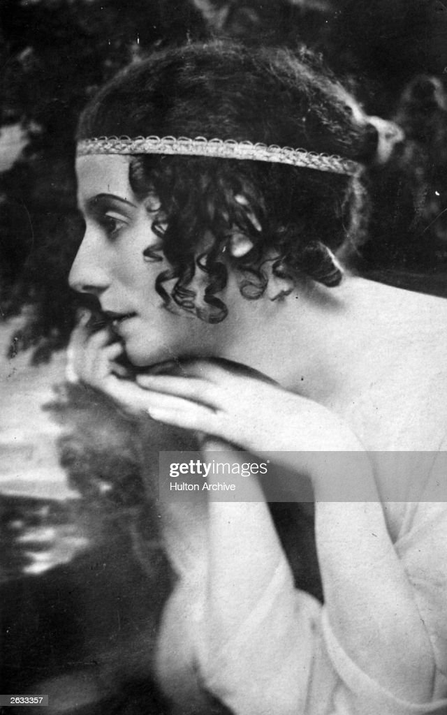 Russian ballerina <a gi-track='captionPersonalityLinkClicked' href=/galleries/search?phrase=Anna+Pavlova+-+Ballet+Dancer&family=editorial&specificpeople=12866185 ng-click='$event.stopPropagation()'>Anna Pavlova</a> (1885 - 1931) in a production of the ballet of Gluck's opera of the Orpheus and Eurydice myth.