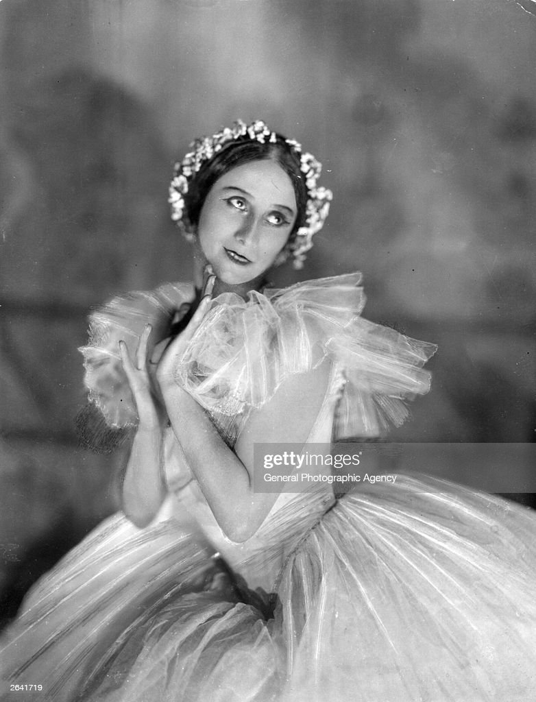 Russian ballet dancer <a gi-track='captionPersonalityLinkClicked' href=/galleries/search?phrase=Anna+Pavlova+-+Ballet+Dancer&family=editorial&specificpeople=12866185 ng-click='$event.stopPropagation()'>Anna Pavlova</a> (1885 - 1931) in costume.
