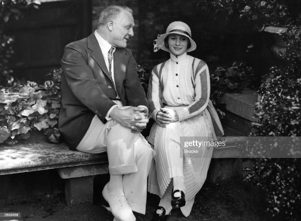 Russian bass singer Feodor Ivanovich Chaliapin (1873 - 1938), who left Russia after the Revolution, with Russian ballerina <a gi-track='captionPersonalityLinkClicked' href=/galleries/search?phrase=Anna+Pavlova+-+Ballet+Dancer&family=editorial&specificpeople=12866185 ng-click='$event.stopPropagation()'>Anna Pavlova</a> (Anna Pavlovna, c.1882 - 1931) in Golders Green, London, upon her return from a world tour.