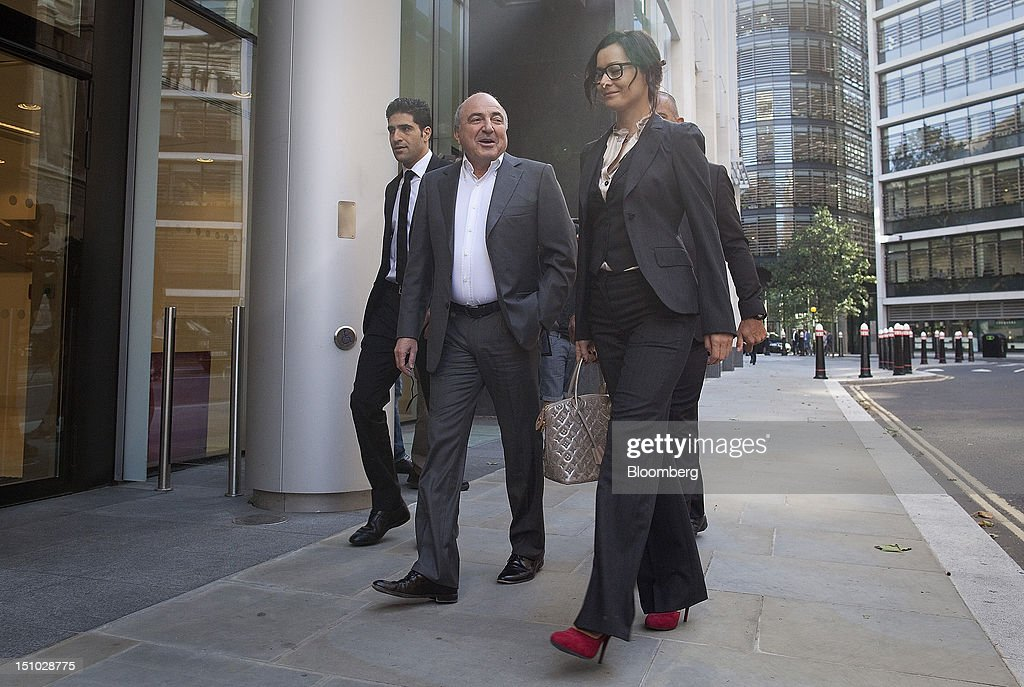 Russian billionaire Boris Berezovsky, center, arrives at the High Court ahead of todays ruling in London, U.K., on Friday, Aug. 31, 2012. Roman Abramovich won a lawsuit seeking about $6.8 billion over claims he intimidated Berezovsky into selling shares in two Russian oil and metal companies for far less than they were worth. Photographer: Simon Dawson/Bloomberg via Getty Images