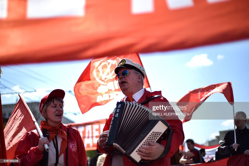 Russian Communist party supporters attend a May Day rally in central Moscow on May 1, 2016. / AFP / KIRILL