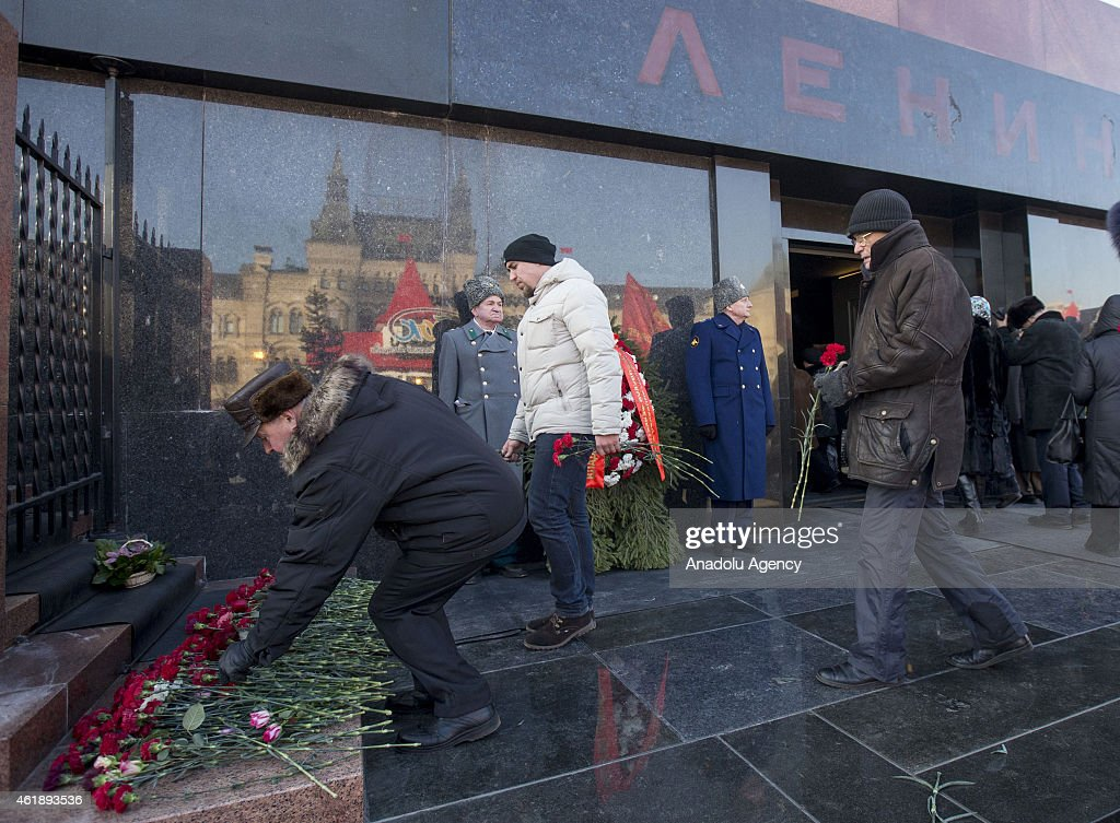 Russian Communist Party supporters lay flowers in memorial ceremony to mark the 91st anniversary of the death of Soviet leader Vladimir Lenin in front of the Lenin mausoleum in Moscow on January 21, 2015.