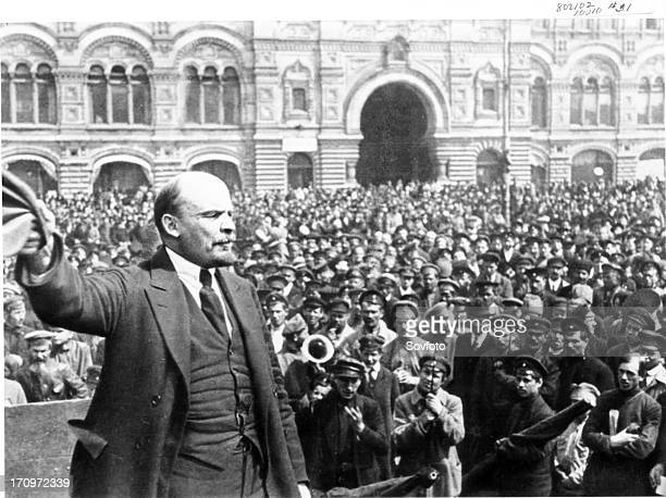 Lenin addressing vsevobuch troops on red square in moscow on may 25 1919