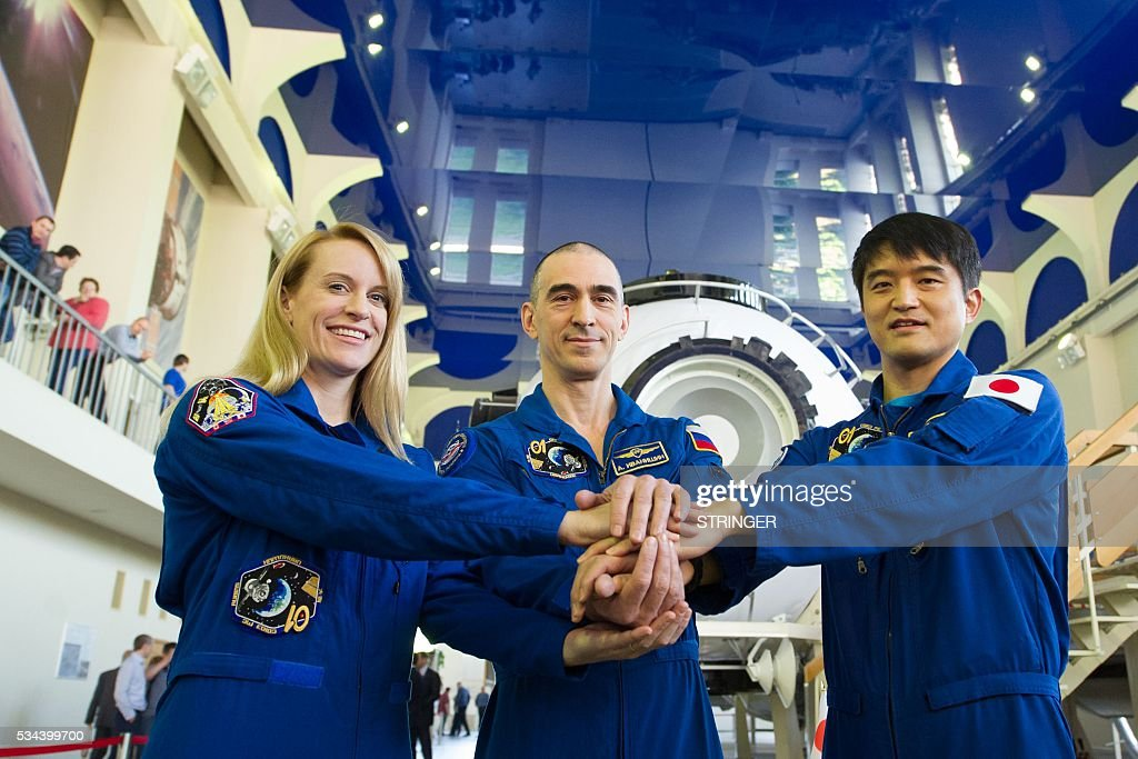 Russian cosmonaut Anatoli Ivanishin (C), Japanese JAXA astronaut Takuya Onishi (R) and US NASA astronaut Kate Rubins pose during a comprehensive exam training session at the Gagarin Cosmonauts' Training Centre in Star City, outside Moscow, on May 26, 2016. The trio is to take off from Kazakhstan's Baikonur cosmodrome to the International Space Station (ISS) on June 24, 2016. / AFP / STRINGER