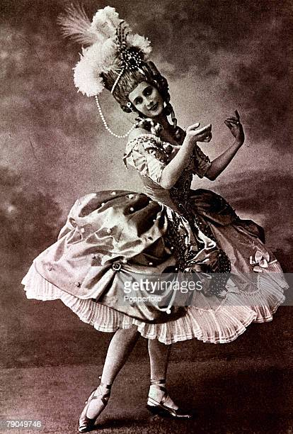 Russian dancer Anna Pavlova prima ballerina of Russian Imperial Ballet 190613 wearing a high headdress with jewels and feathers