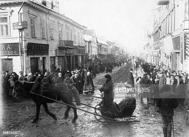 Russian Empire Ukraine Kijew / Kiev View of a street in Kiev in the wintertime 1917 Photographer Walter Gircke Vintage property of ullstein bild