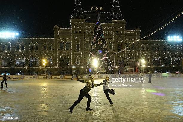 Russian figure skater World Champion Alexei Yagudin skates at the GUM outdoor skating rink on the Red Square on November 29 2016 in Moscow Russia The...