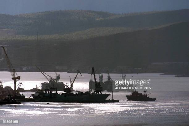 Russian fishing boat enters 23 August 2000 the northern port of Murmansk in Kol'skiy peninsula on the Barents Sea Murmansk and the port of...