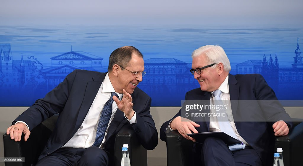Russian Foreign Minister Sergei Lavrov (L) and German Minister of Foreign Affairs Frank-Walter Steinmeier (R) laugh ahead a panel discussion of the 52nd Munich Security Conference (MSC) in Munich, southern Germany, on February 13, 2016. / AFP / Christof STACHE