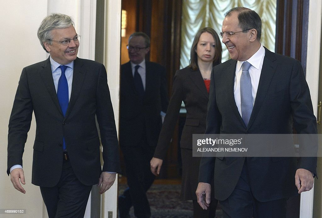 Russian Foreign Minister Sergei Lavrov (R) and his Belgian counterpart Didier Reynders (L) enter a hall before their meeting in Moscow on April 9, 2015. AFP PHOTO / ALEXANDER NEMENOV
