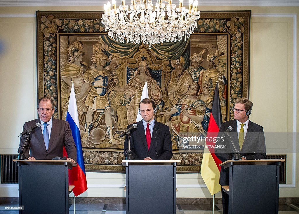 Russian Foreign Minister Sergei Lavrov (L) and his counterparts from Poland Radoslaw Sikorski (C) and from Germany Guido Westerwelle (R) give a joint press conference in Warsaw on May 10, 2013. Russia is completing its delivery of surface-to-air missiles to Syria, Russian Foreign Minister Sergei Lavrov said, a move the United States has called destabilising. AFP PHOTO / WOJTEK RADWANSKI