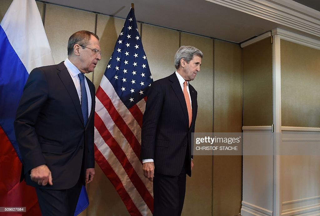 Russian Foreign Minister Sergei Lavrov (L) and US Secretary of States John Kerry meet for diplomatic talks on February 11, 2016 in Munich, southern Germany. Russia said it was ready to discuss a ceasefire in Syria as foreign ministers gathered in Munich in a bid to kick-start peace talks derailed by the regime onslaught on the besieged city of Aleppo. / AFP / Christof STACHE