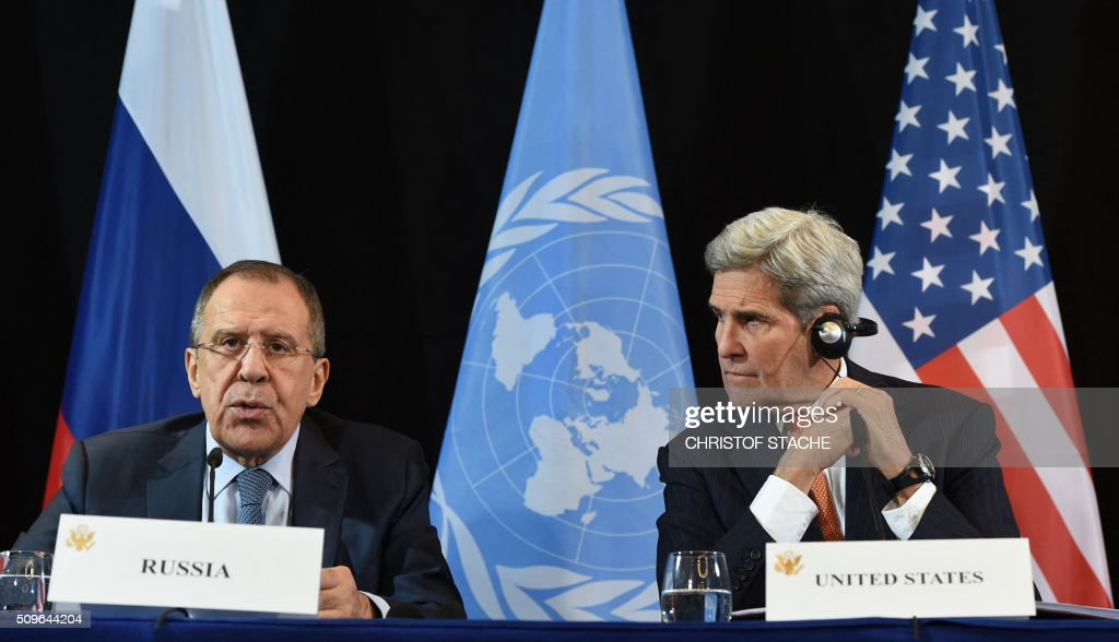 Russian Foreign Minister Sergei Lavrov (L) speaks beside of US Secretary of States John Kerry (R) during a news conference after the International Syria Support Group (ISSG) meeting in Munich, southern Germany, on February 12, 2016. / AFP / Christof STACHE