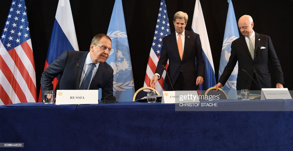 Russian Foreign Minister Sergei Lavrov, US Secretary of States John Kerry and UN Special Envoy for Syria Staffan de Mistura arrive for a news conference after the International Syria Support Group (ISSG) meeting in Munich, southern Germany, on February 12, 2016. / AFP / Christof STACHE