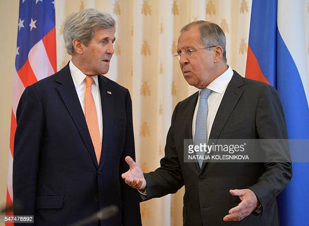 Russian Foreign Minister Sergey Lavrov speaks with US Secretary of State John Kerry during their meeting in Moscow on July 15 2016 / AFP / NATALIA...