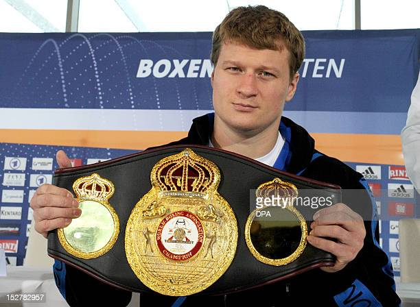 Russian heavy weight boxer Alexander Powetkin presents his WM belt ahead a press conference in Hamburg northern Germany on September 26 2012 He will...