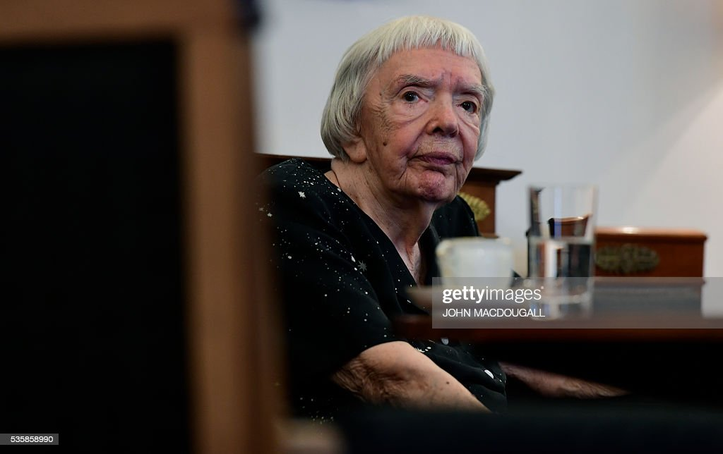 Russian human rights activist Lyudmila Alexeyeva waits for German President Joachim Gauck to arrive prior to a meeting at the Presidential Palace in Berlin on May 30, 2016. / AFP / John MACDOUGALL