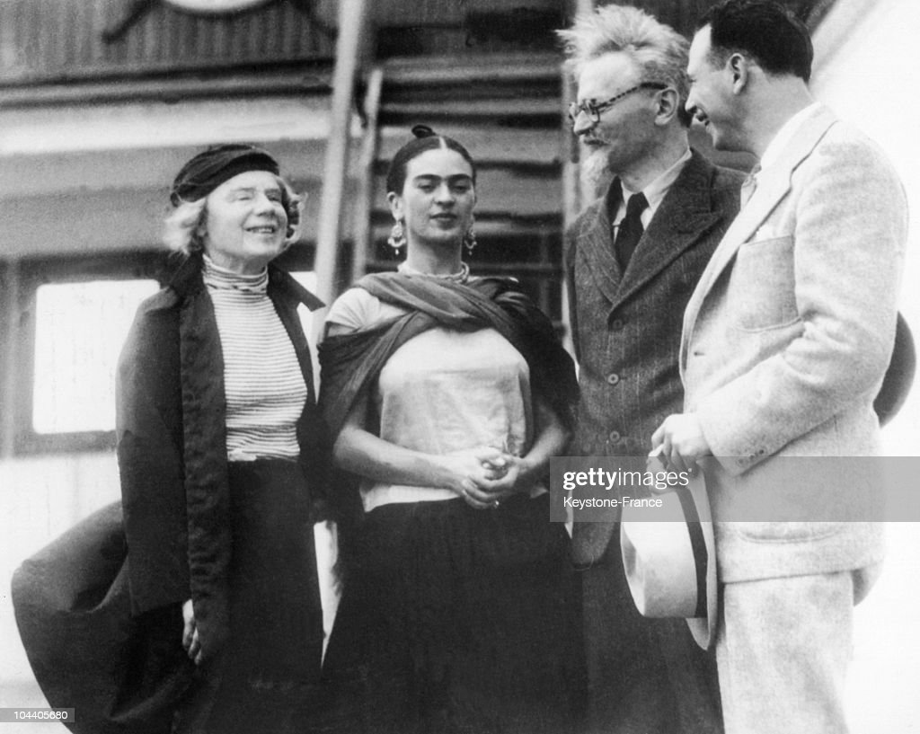 Russian Marxist revolutionary Leon Trotsky (1879 - 1940, second from right) and his second wife, Natalia Sedova (1882 - 1962, far left), are greeted by Mexican painter Frida Kahlo (1907 - 1954) and Polish-born American Marxist theoretician and pro-union activist Max Shachtman (1904 - 1972) on their arrival in Tampico, Mexico, on board the the Norwegian tanker, Ruth, 9th January 1937. Trotsky, his wife and grandson have travelled to Mexico after being deported from Norway.