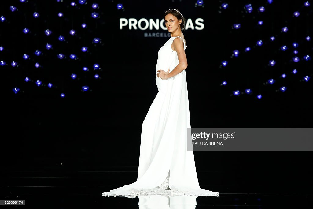 Russian model Irina Shayk presents a creation of the Pronovias 2016 collection during the last day of the Barcelona Bridal Week in Barcelona, on April 29, 2016. / AFP / PAU