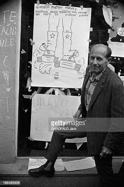 Russian Occupation Of Czechoslovakia Tchécoslovaquie Prague 29 aout 1968 Durant le Printemps de Prague l'intervention des troupes du Pacte de...