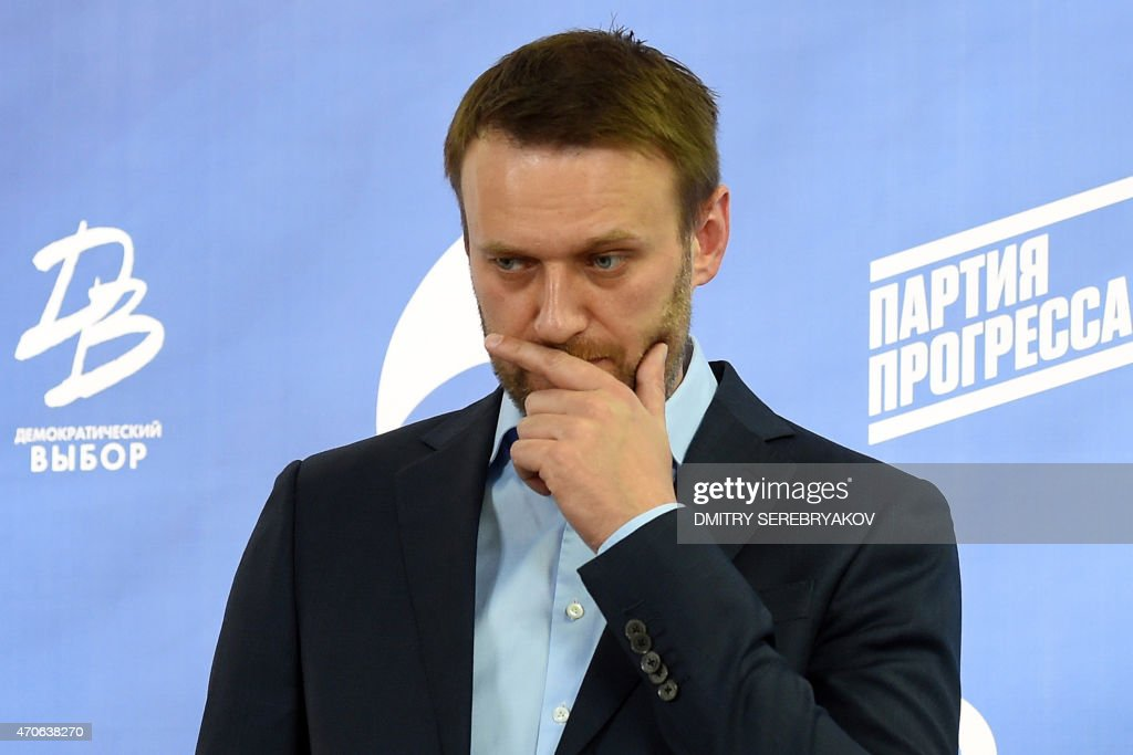 Russian opposition leader Alexei Navalny takes part in a press briefing in Moscow on April 22, 2015. The marginalised Russian opposition parties of slain Kremlin critic Boris Nemtsov and arch Putin foe Alexei Navalny announced on April 17 their plans to join forces in the run-up to legislative polls next year. AFP PHOTO / DMITRY SEREBRYAKOV