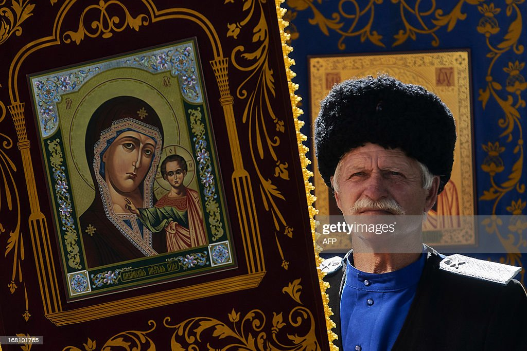 A Russian Orthodox believer holds an icon as he celebrates Easter in the city of Stavropol on May 5, 2013. AFP PHOTO/DANIL SEMYONOV