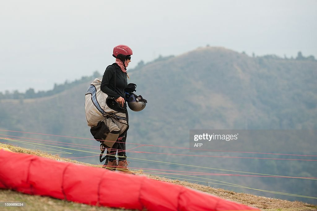 Russian paraglider pilot Daria Krasnova prepares to compete in Roldanillo, Valle del Cauca department, Colombia, during the Paragliding World Cup Superfinal, on January 24, 2013. The competition is taking place for the first time in Colombia and involves the 140 world's best pilots from 32 countries. AFP PHOTO / Luis ROBAYO