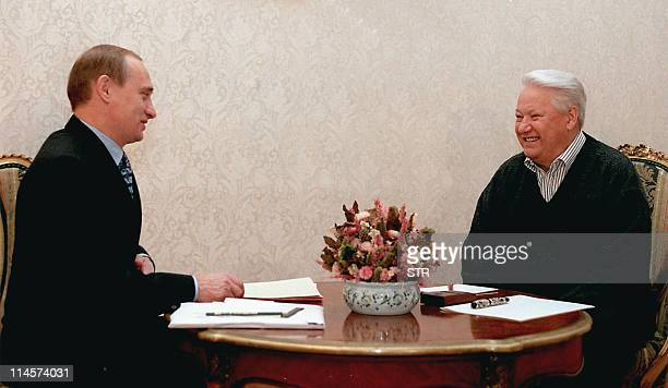 Russian President Boris Yeltsin meets with Prime Minister Vladimir Putin at the presidential residence Gorky9 outside Moscow 14 November 1999 in...