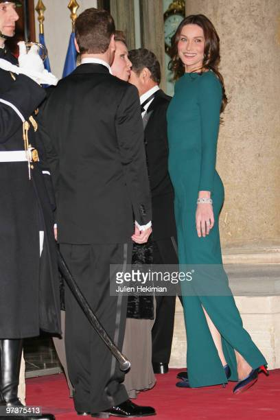 Russian President Dmitry Medvedev and his wife Svetlana Medvedeva arrive to attend a state dinner in their honour hosted by French President Nicolas...