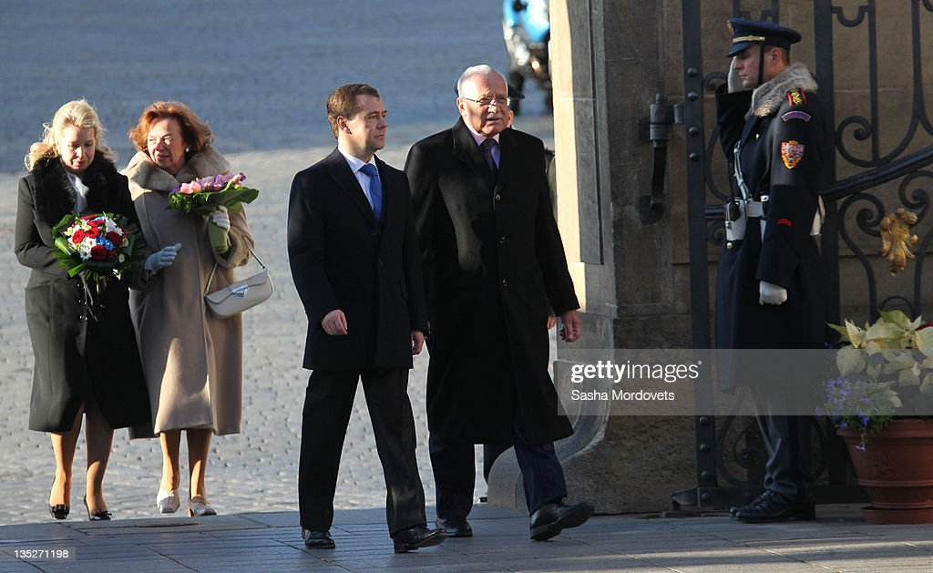 Russian President Dmitry Medvedev his spouse Svetlana Medvedeva followed by Czech President Vaclav Claus and his wife Livia Rosamunda Clausova during...