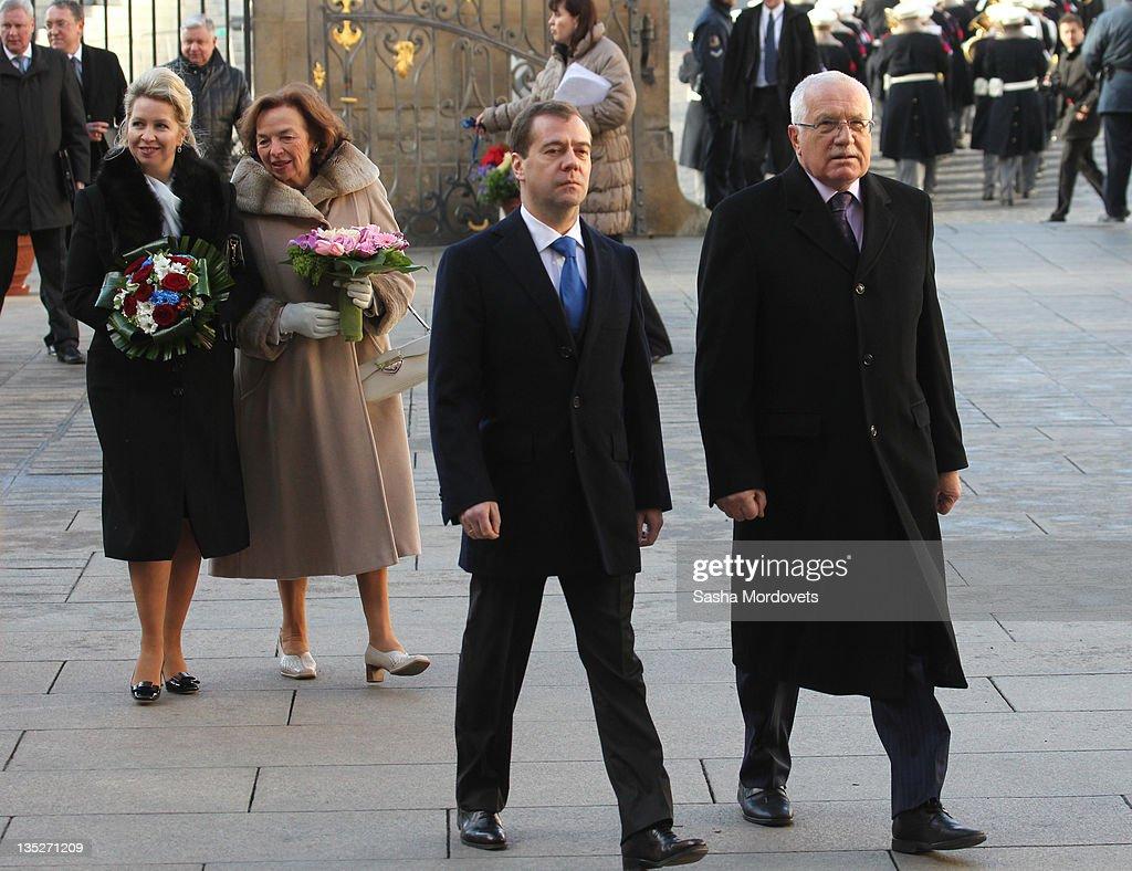 Russian President Dmitry Medvedev his spouse Svetlana Medvedeva followed by Czech President Vaclav Claus and his wife Livia Rosamunda Clausova arrive...