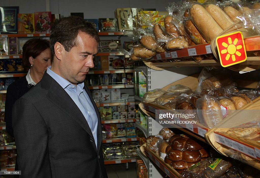Russian President Dmitry Medvedev (R) visits a food store in the city of Engels in Saratov Region on September 2, 2010.