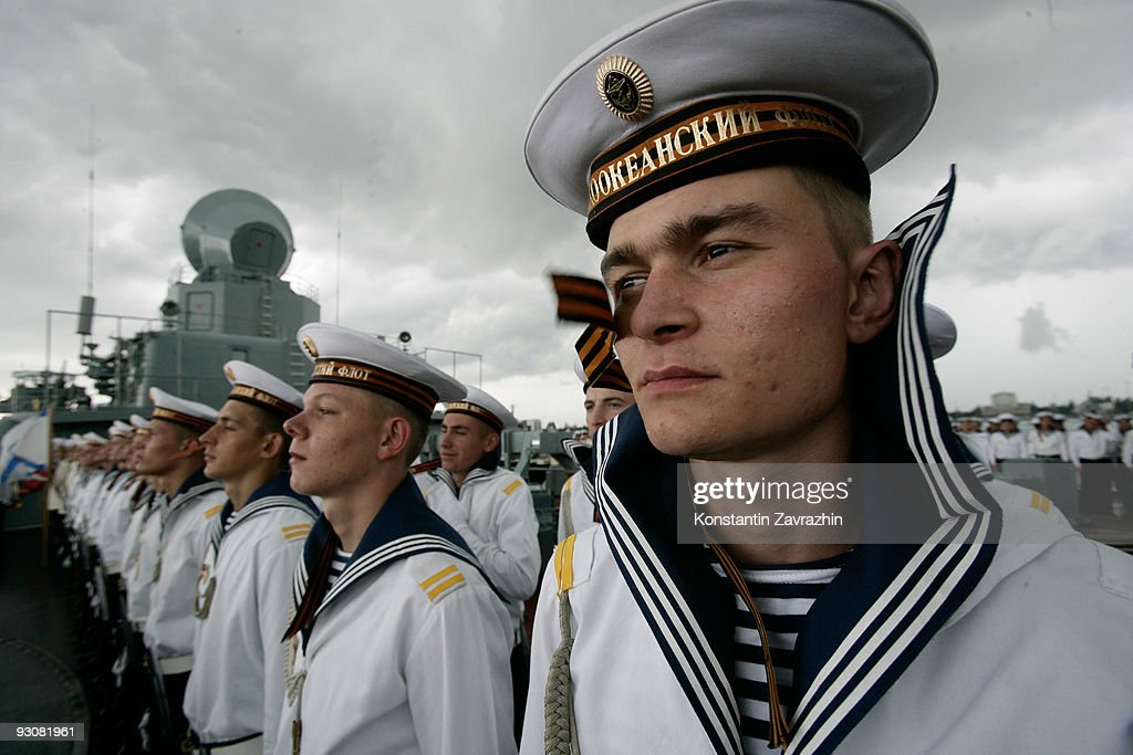 Russian President Dmitry Medvedev visits Russian Pacific Fleet flagship missile cruiser Varyag on November 16 2009 in Singapore Medvedev is on a...