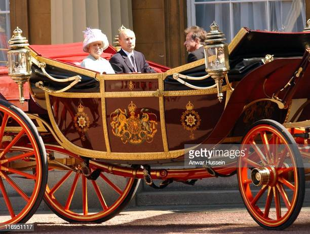 Russian President Vladimir Putin and Queen Elizabeth enter Buckingham Palace in a horse drawn carriage on June 24 2003 Putin is in Britain for an...