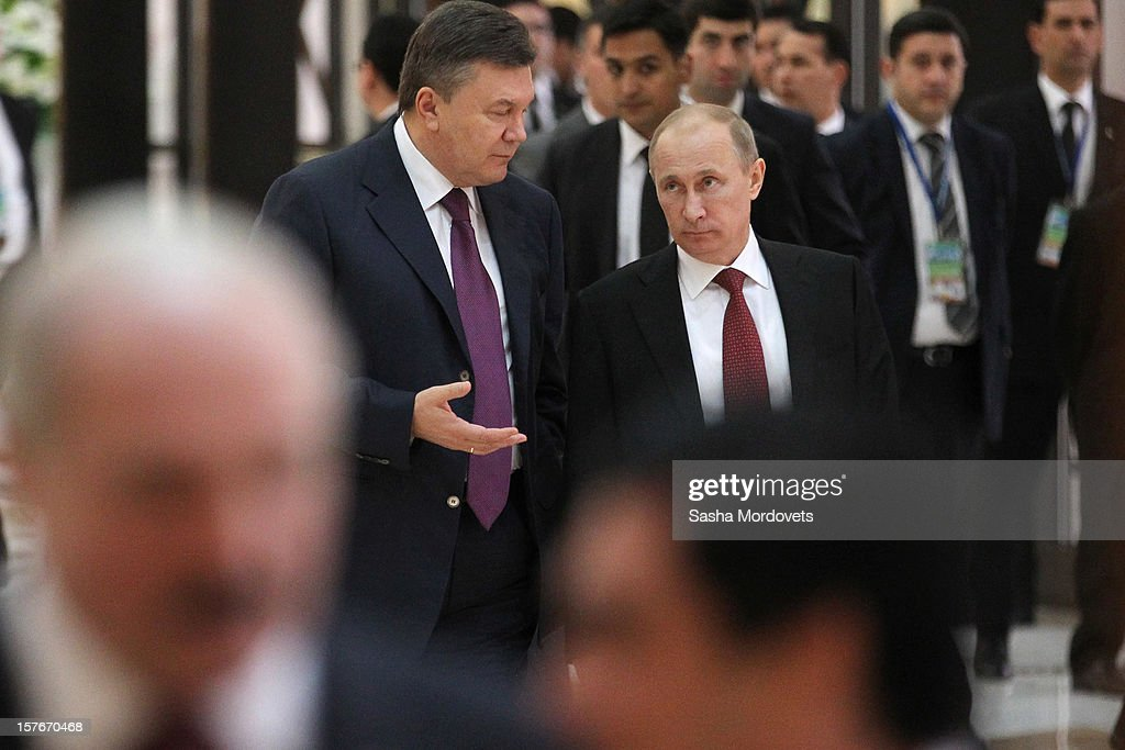 Russian President <a gi-track='captionPersonalityLinkClicked' href=/galleries/search?phrase=Vladimir+Putin&family=editorial&specificpeople=154896 ng-click='$event.stopPropagation()'>Vladimir Putin</a> (R) and Ukrainian President <a gi-track='captionPersonalityLinkClicked' href=/galleries/search?phrase=Viktor+Yanukovych&family=editorial&specificpeople=717883 ng-click='$event.stopPropagation()'>Viktor Yanukovych</a> attend a session of the Commonwealth of the Independent States (CIS) Summit on December 5, 2012 in Ashgabat, Turkmenistan. Leaders of former Soviet republics gathered for the CIS Summit where President Putin stated he will defend the CIS at future G8 and G20 meetings.