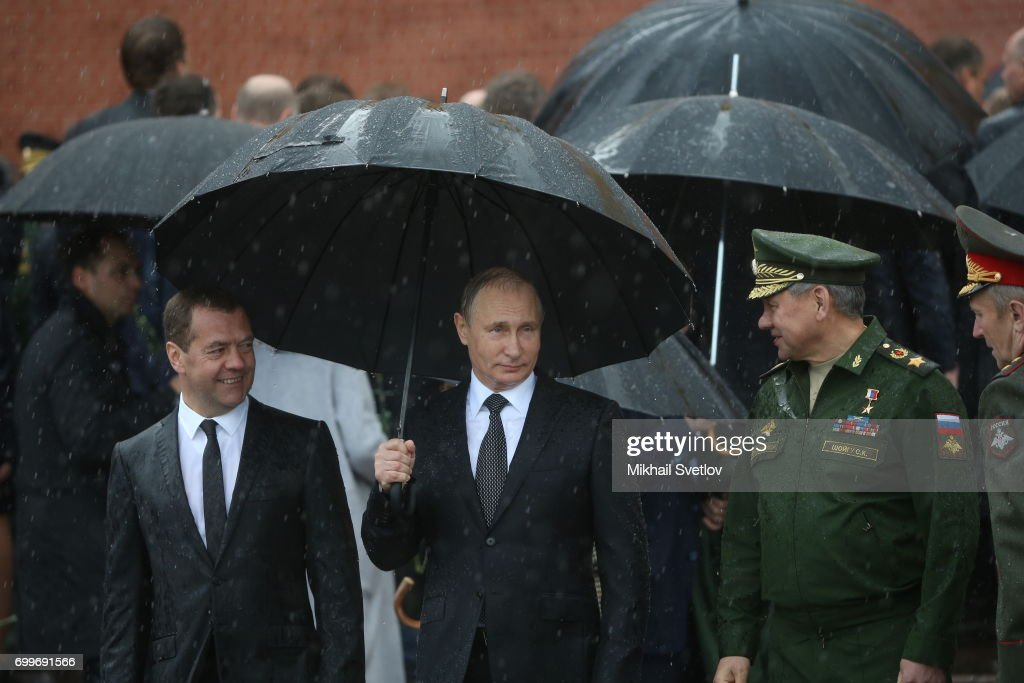 Russian President Vladimir Putin Attends Wreath Laying Ceremony in Moscow