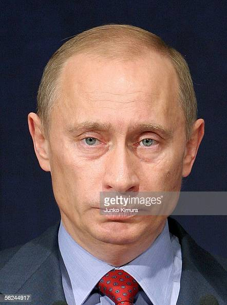 Russian President Vladimir Putin delivers a speech during the JapanRussia Economic Cooperation Forum on November 21 2005 in Tokyo Japan Putin is on a...