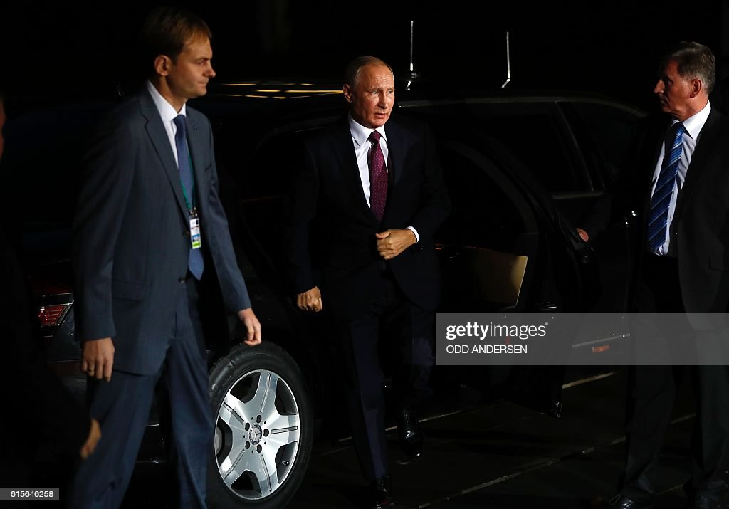 Russian President Vladimir Putin gets out of his car upon his arrival at the chancellery on October 19, 2016 in Berlin. German Chancellor Angela Merkel hosts the leaders of Russia, Ukraine and France in a new push for peace in eastern Ukraine. / AFP / Odd ANDERSEN
